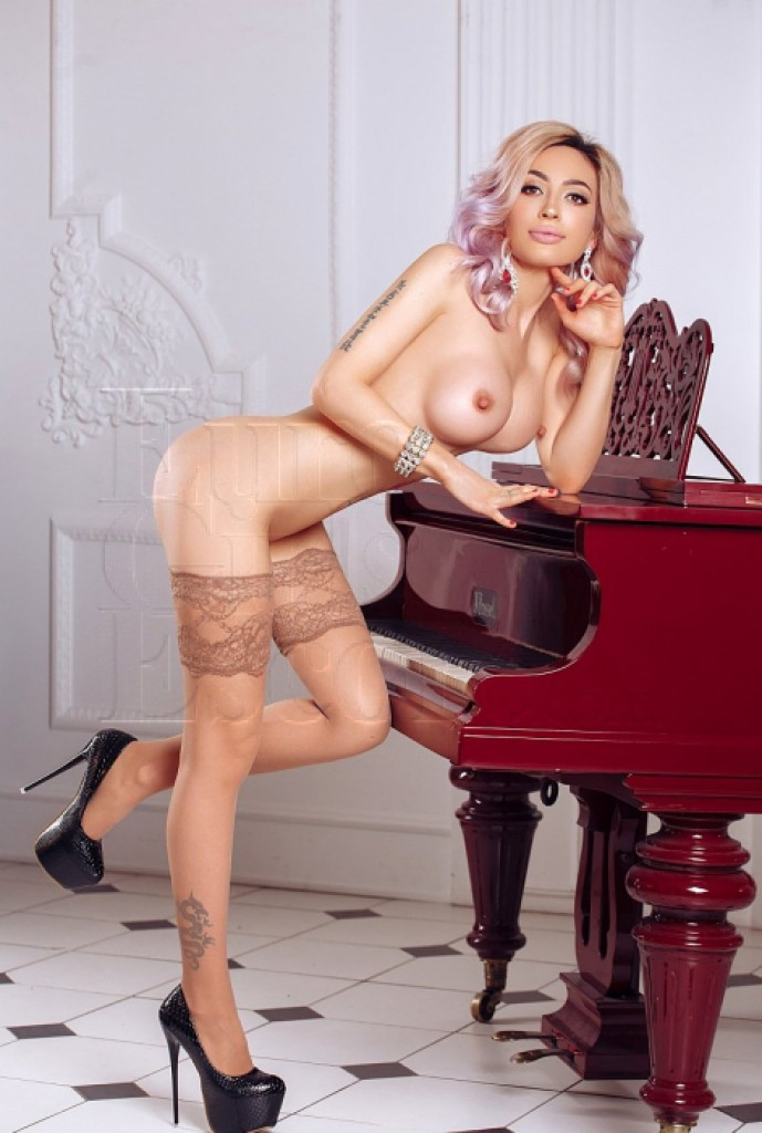 Escort Sofia - best girls in Paris