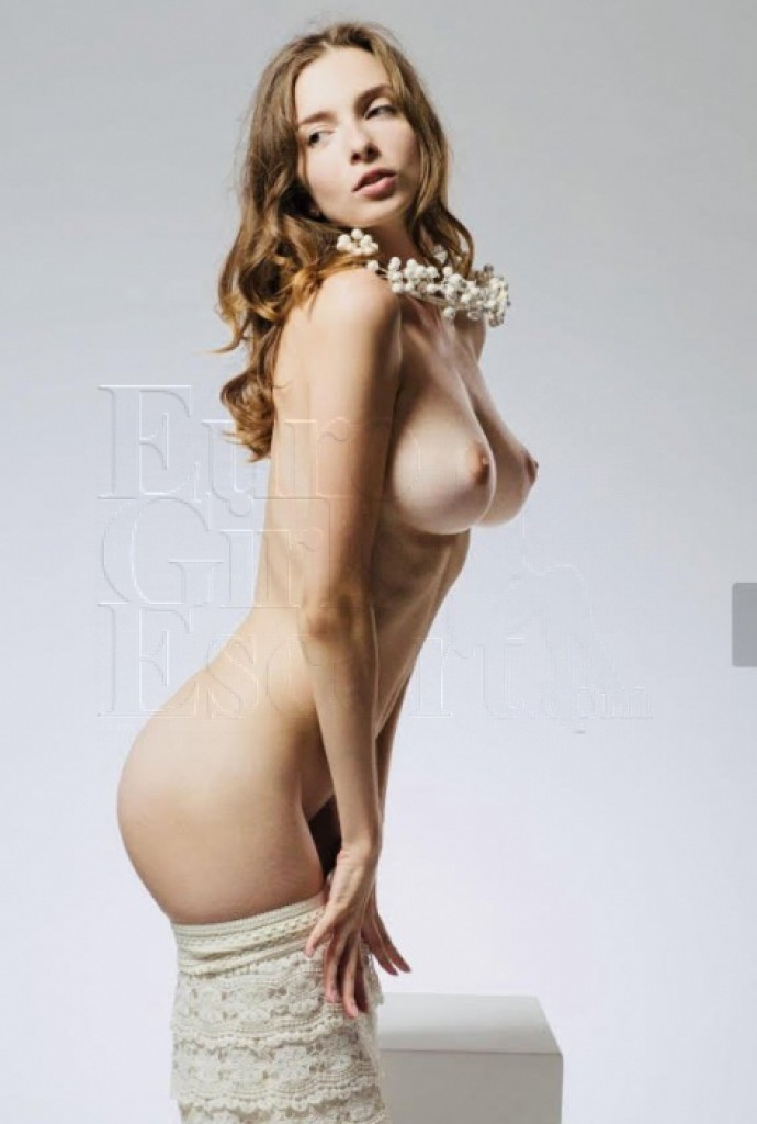 Escort Olivia - best girls in Paris
