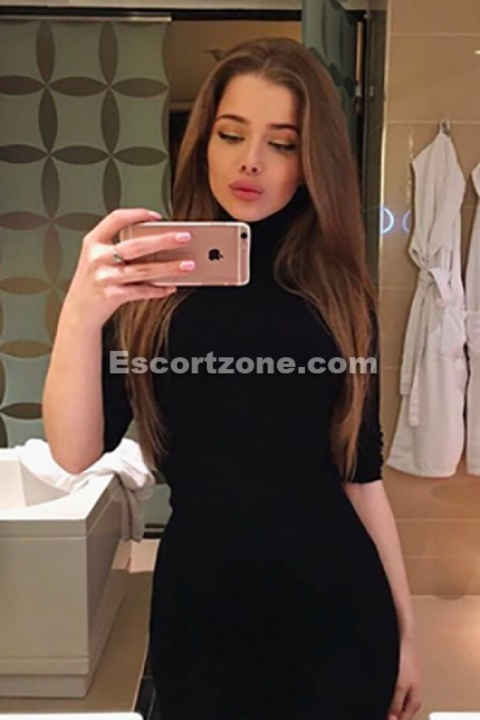 Escort Alexa - best girls in Paris